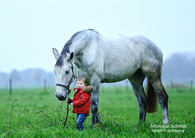 kind met paard portretfoto