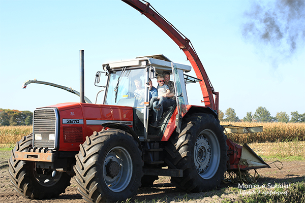 Spektakel bij van Bakel 2017 met de familie op de tractor
