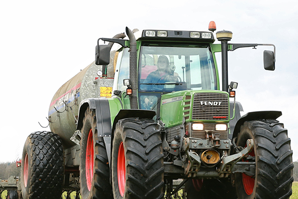 Girlpower Fendt -boerenportret