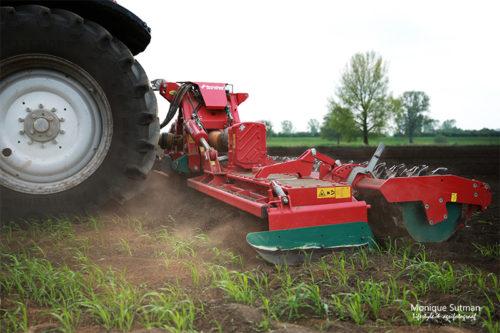 kopeggen (grond losmaken zodat er gepoot kan worden)